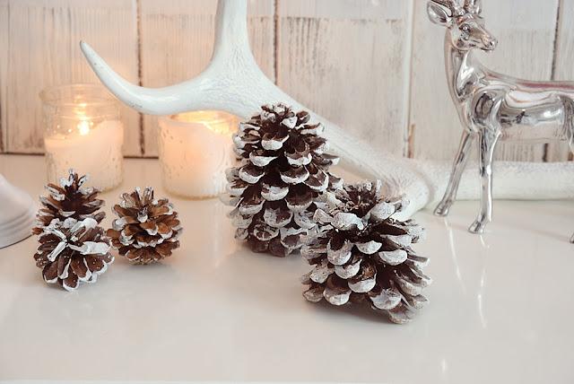 Xmas diy ein hirsch aus weihnachtskugeln white and vintage for Silberner hirsch