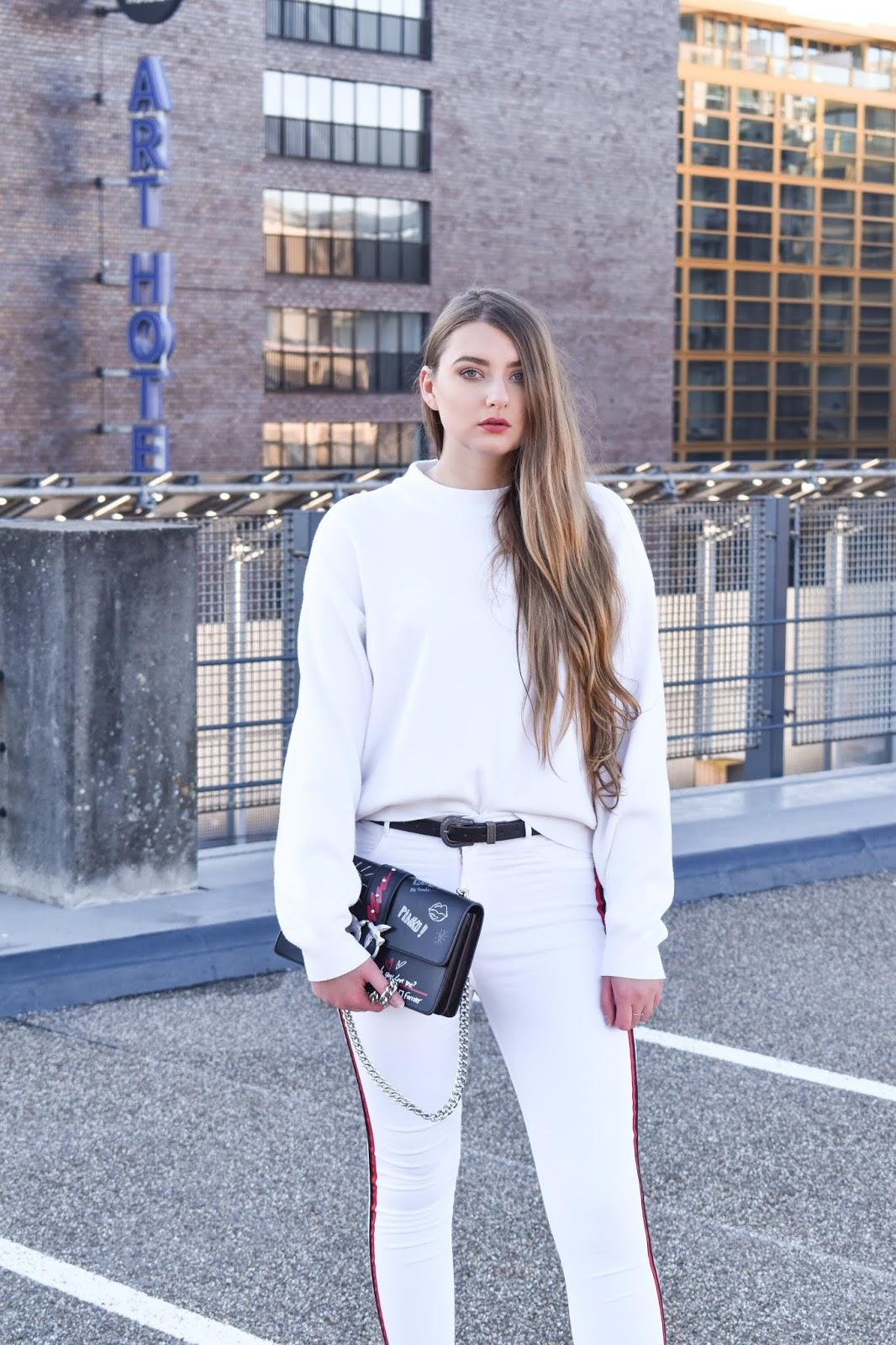 białe spodnie damskie z wysokim stanem