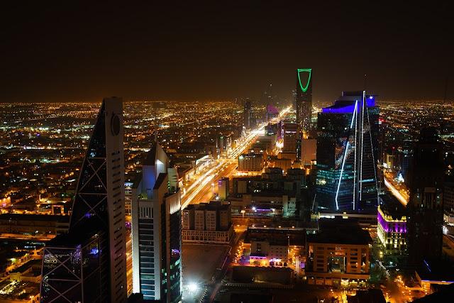 من اليوم السعودية تسمح للشركات بفتح  أبوابها 24/7
