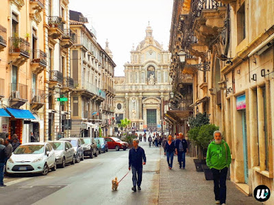 street full of people, Catania | Sicily, Italy | wayamaya