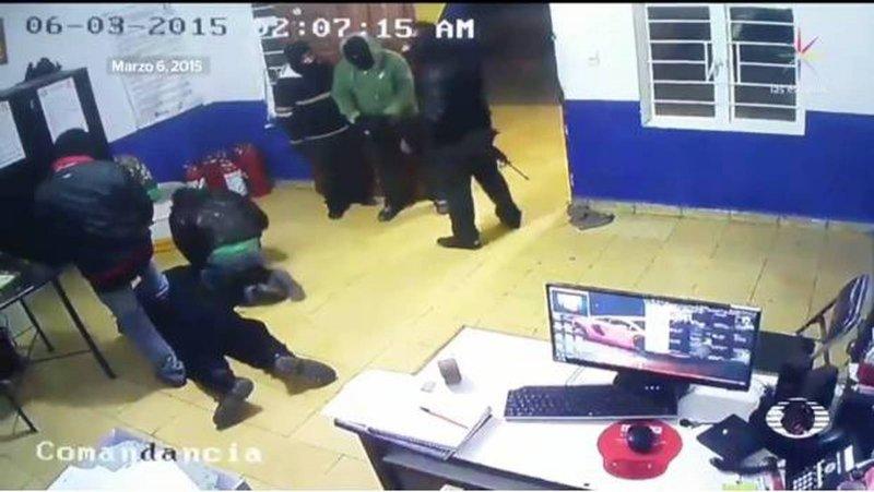 Video: Huachicoleros pasan de las amenazas a los ataques directos contra el alcalde de Tochtepec.