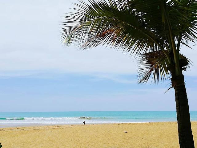 ชายหาดคึกคัก เป็นอีกหนึ่งชายหาดที่ยาวที่สุดในเขาหลัก