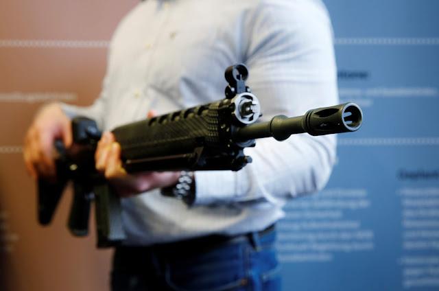 Governo mostra capacidade de diálogo e revoga a posse de fuzis em novo decreto de armas