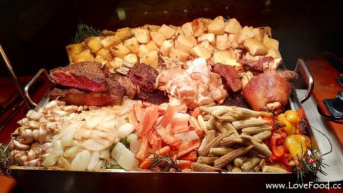 台北信義-台北君悅酒店 Cha Lounge 鋼琴茶苑-君悅隱藏版的迷你buffet 主打歐陸肉品 還有鋼琴演奏