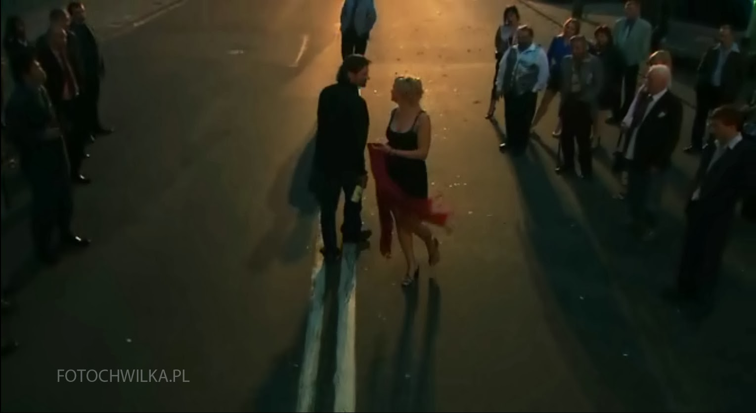 Kadr z filmu Rezerwat - taniec na ulicy