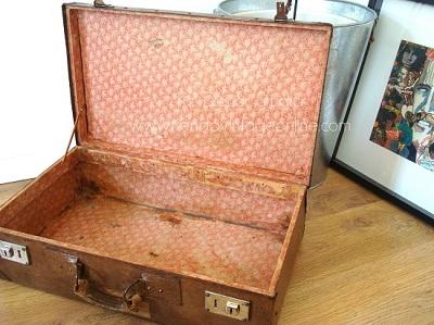 imagenes de maletas antiguas abiertas