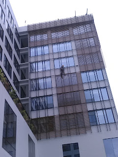 pembersihan kaca, pembersihan ACP, cuci gedung, resealan kaca, pengecatan dinding vertikal