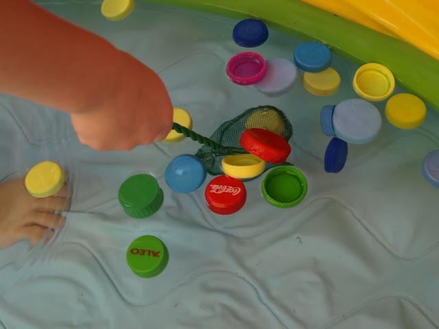 παιχνίδια-σε-φουσκωτή-πισίνα