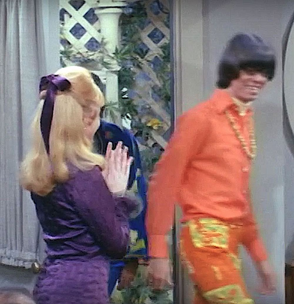 youth fashion from 1966 to 1968 was overly colorful ... then the hippies wore dull rags
