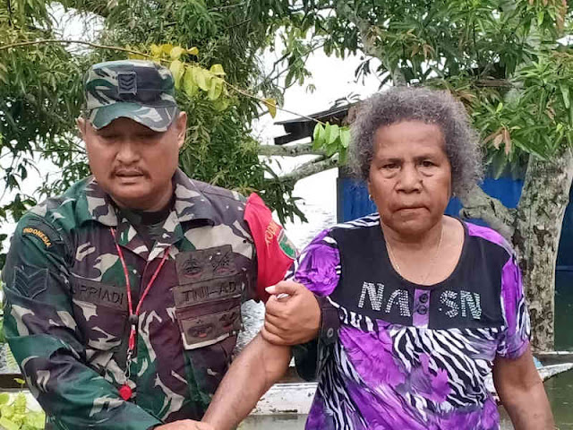 Anggota TNI Selamatkan Nenek Friskila Wally Yang Tertinggal Sendirian di Asei Kecil