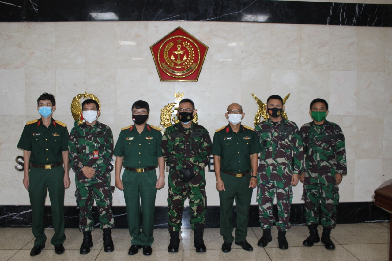 Kapuskersin TNI Terima Courtesy Call Athan Vietnam