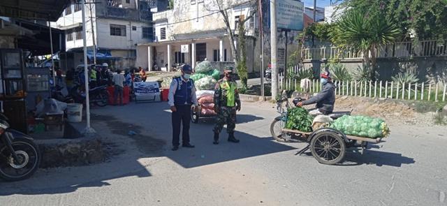 Stop Penyebaran Covid-19, Personel Jajaran Kodim 0207/Simalungun Laksanakan Ops PPKM Skala Micro Patuh Toba 21