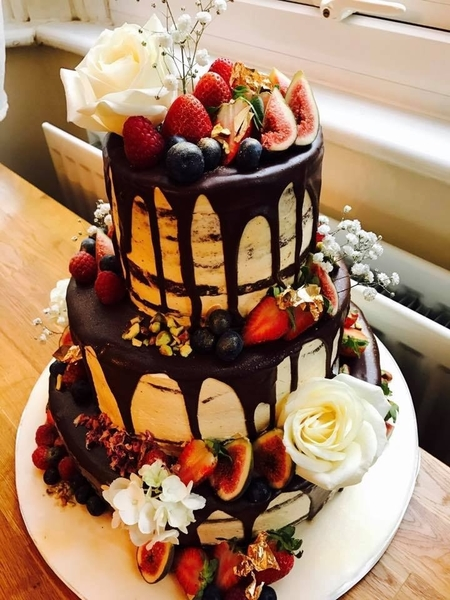 Arapina Bakery WOWS Everyone With Their Vegan Wedding Cake