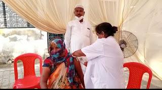 बाराबंकी : सभासद मो नईम द्वारा भितरी वार्ड में कोविड 19 वैक्सीनेशन कैम्प का उद्घाटन