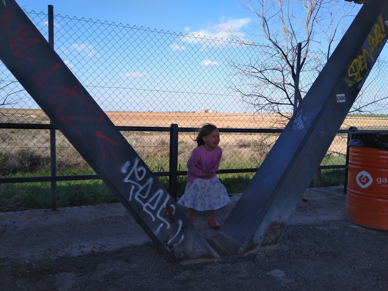 9bb41eb7cad Kuna täna oli autopäev, siis oleme kõik üpris väsinud ja ega palju  kirjutada jaksagi. Homme kirjutan pikemalt :) Siin aga Roosi Lleida kandis  puhkepausil ...