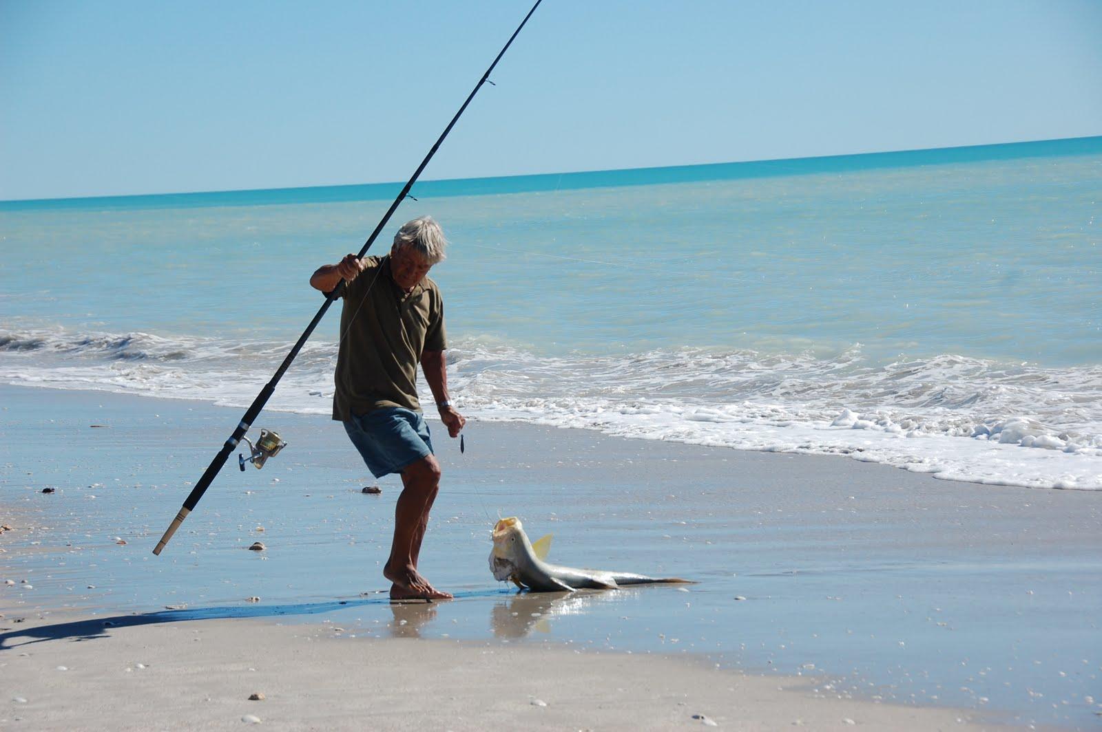 Pesca a fondo in mare dalla spiaggia