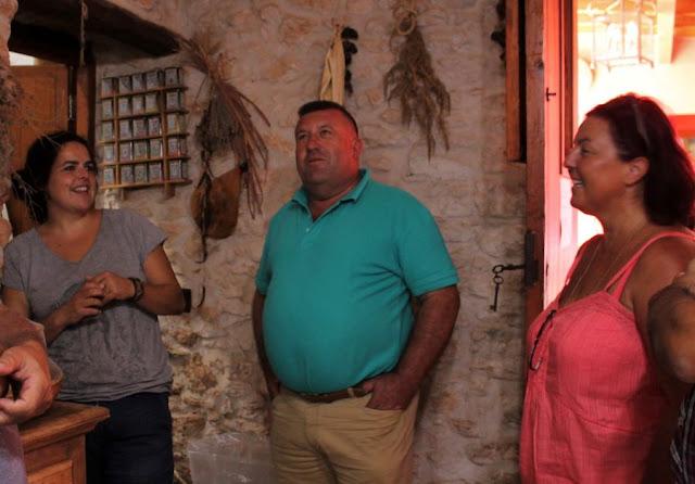 visita%2Bdel%2Balcalde%2By%2Bla%2Bconcejala%2Bde%2Bturismo%2Ba%2Bla%2Bcasa%2Brural%2BEra%2Bde%2Bla%2BCorte%2B%25281%2529%2B%25281%2529 - Fuerteventura.- Antigua promocionará sus  Casas Rurales  en FITUR 2020