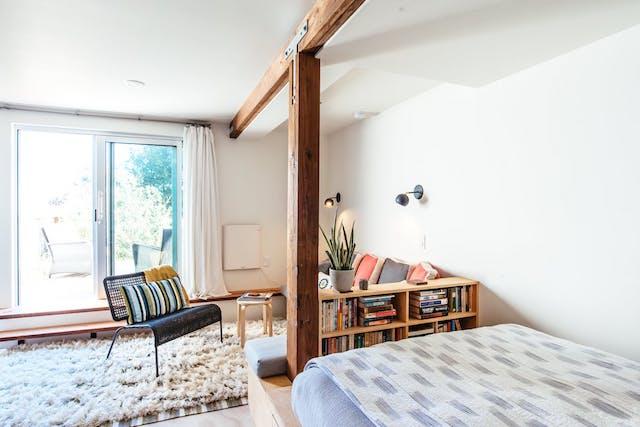 Cómo reformar un garaje para convertirlo en hogar, dormitorio y sala de estar