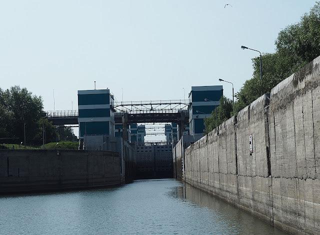 Шлюзы Новосибирской ГЭС (The floodgates of the Novosibirsk hydroelectric power station)