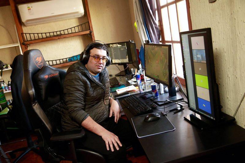 Les pagan por jugar: cuánto ganan los gamers profesionales chilenos