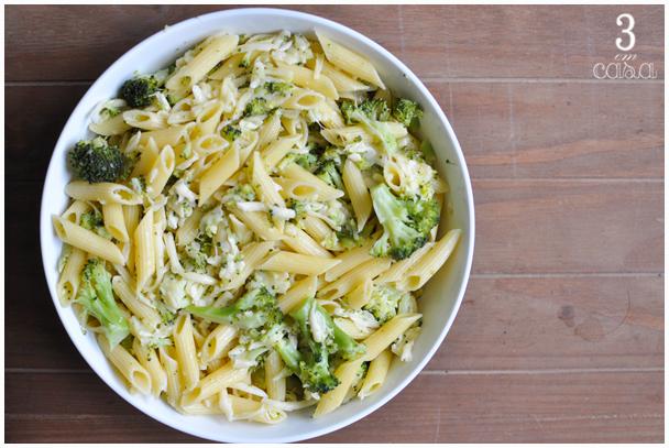 macarrão com brócolis e queijo