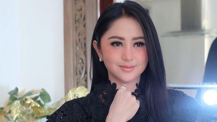 5 Artis Cantik Indonesia yang Suka Pakai Sex Toys