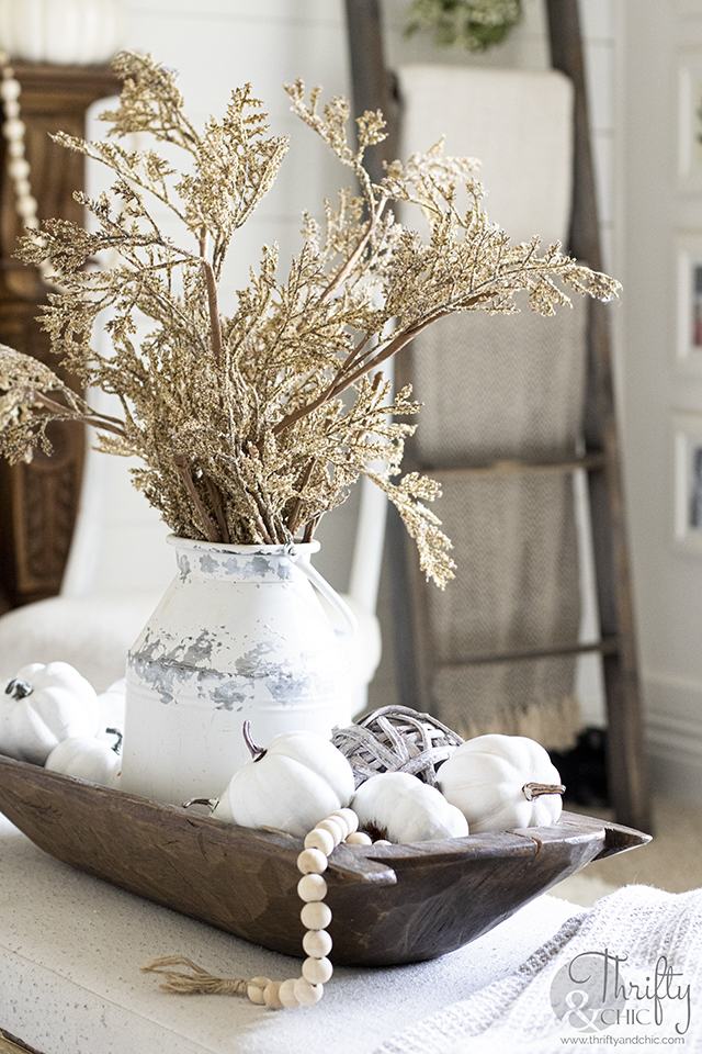 Fall living room decor and decorating ideas. Neutral fall decor. Rustic fall decor. Fall decorating tips. Fall mantel decor ideas. Neutral fall mantel