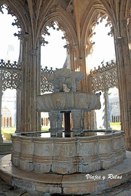 Fuente del Claustro real del Monasterio de Batalha, Portugal