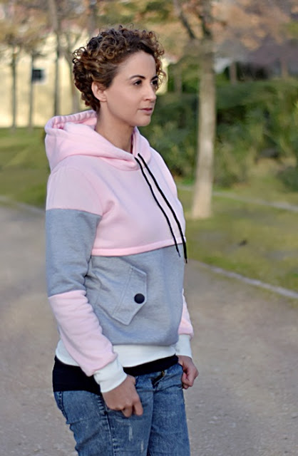 Outfit-sudadera-color-block-rosa-gris-7