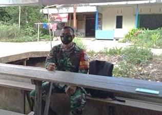 Ibu Lusi Berterima Kasih Atas Dibangunnya Jalan Oleh Anggota Satgas TMMD Ke-111 Kodim 1207/Pontianak di Dusun Maju Jaya