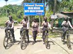*Mengayuh Sepeda, Polwan Manis berikan Himbauan Secara Humanis  di Pantai Air Manis*