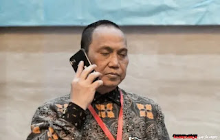 Indriyanto Seno Adji, Kerumunan Di Maumere Masyarakat Datang Secara Spontan