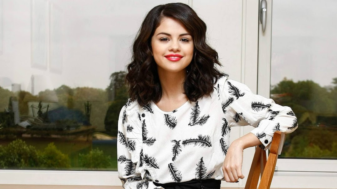 Selena Gomez HD Wallpaper 8
