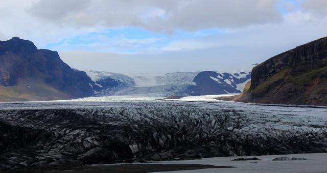 En moto, por un glaciar de Islandia