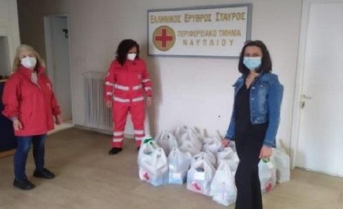 Προσφορά τροφίμων σε ευπαθή άτομα και ευάλωτες οικογένειες από τον Ερυθρό Σταυρό Ναυπλίου