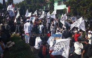"""*aksi damai Aliansi Muslim Sukabumi Raya (AMIR) tolak """"Obor"""" China dan pemindahan Ibukota*"""