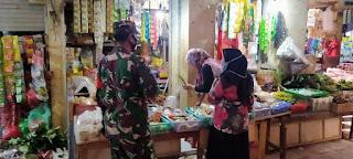 Tiga Anggota Koramil 05/Mayong Patroli Penegakan Protokol Kesehatan DiPasar