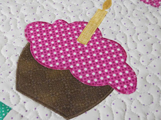 vickis craft and quilting cupcake