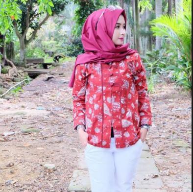 Model Baju Batik Muslim untuk Kerja Wanita Terbaru