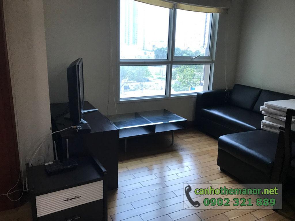 Căn hộ 38m2 nội thất đẹp cho thuê The Manor 2 HCM - sofa đen tại phòng khách