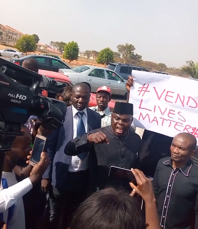 'Newspaper Vendors On Protest' As Security Aide To The Nigerian Speaker House Of Reps Kills Their Colleague.