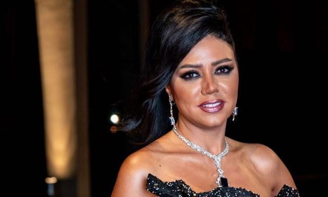 """رانيا يوسف تستعرض مفاتنها بفستان كشف المستور .. """"صور"""""""