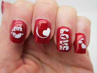 uñas pintadas rojas con blanco