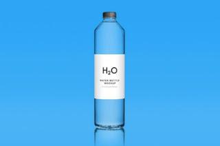 Mockup gratis, botol air oksigen warna biru
