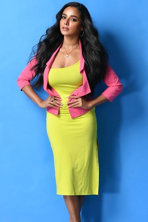 Tuhina Das curvy body Bengali actress hai tauba damayanti nokol heere hoichoi