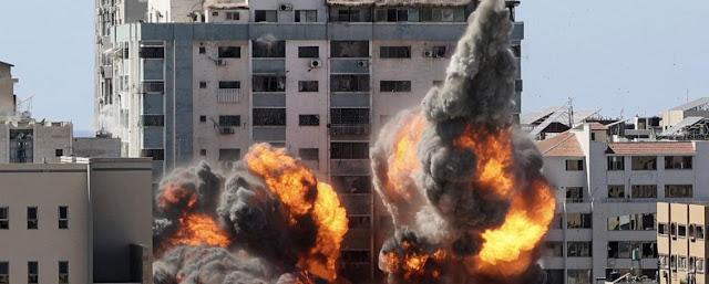 El sábado 15 de mayo en Gaza, las instalaciones de la agencia de noticias estadounidense Associated Press (AP) y el canal de Qatar Al-Jazeera fueron destruidas por ataques aéreos israelíes selectivos. JAMONES MAHMUD / AF