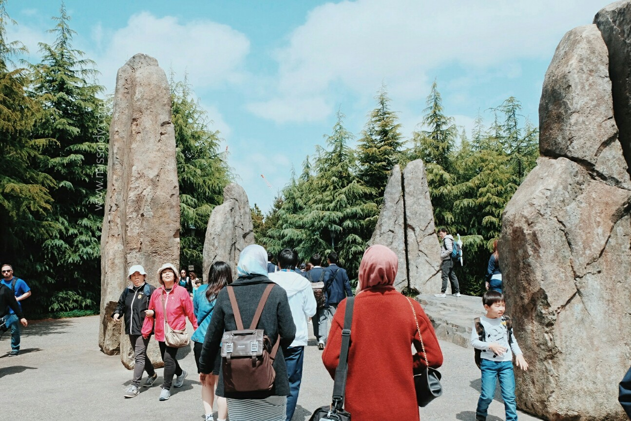 entrance gate of wizarding world of harry potter japan