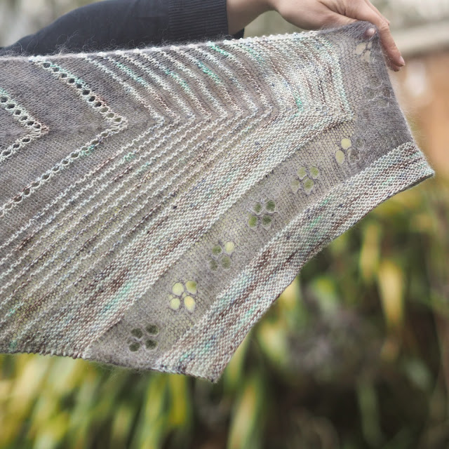 lace edge of barque shawl