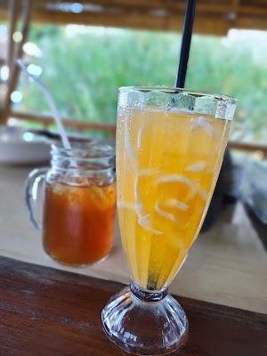 kelapa muda yang diserut ditambah air jeruk