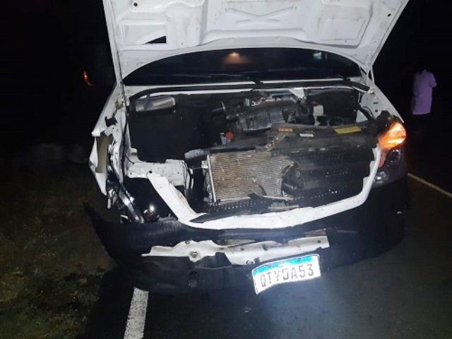 Chapada: Ambulância fica destruída após colidir com animal solto na BA-152, em Livramento